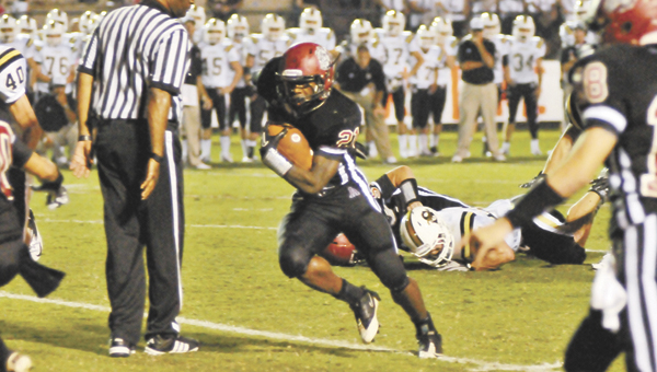 Andalusia's Derrick Dorsey (21) gains yardage during the Bulldogs' 12-6 victory over Straughn last week. |                                                           Andrew Garner/Star-News