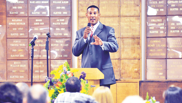 James Logan speaks at Thursday night's chamber banquet. | Andrew Garner /Star-News